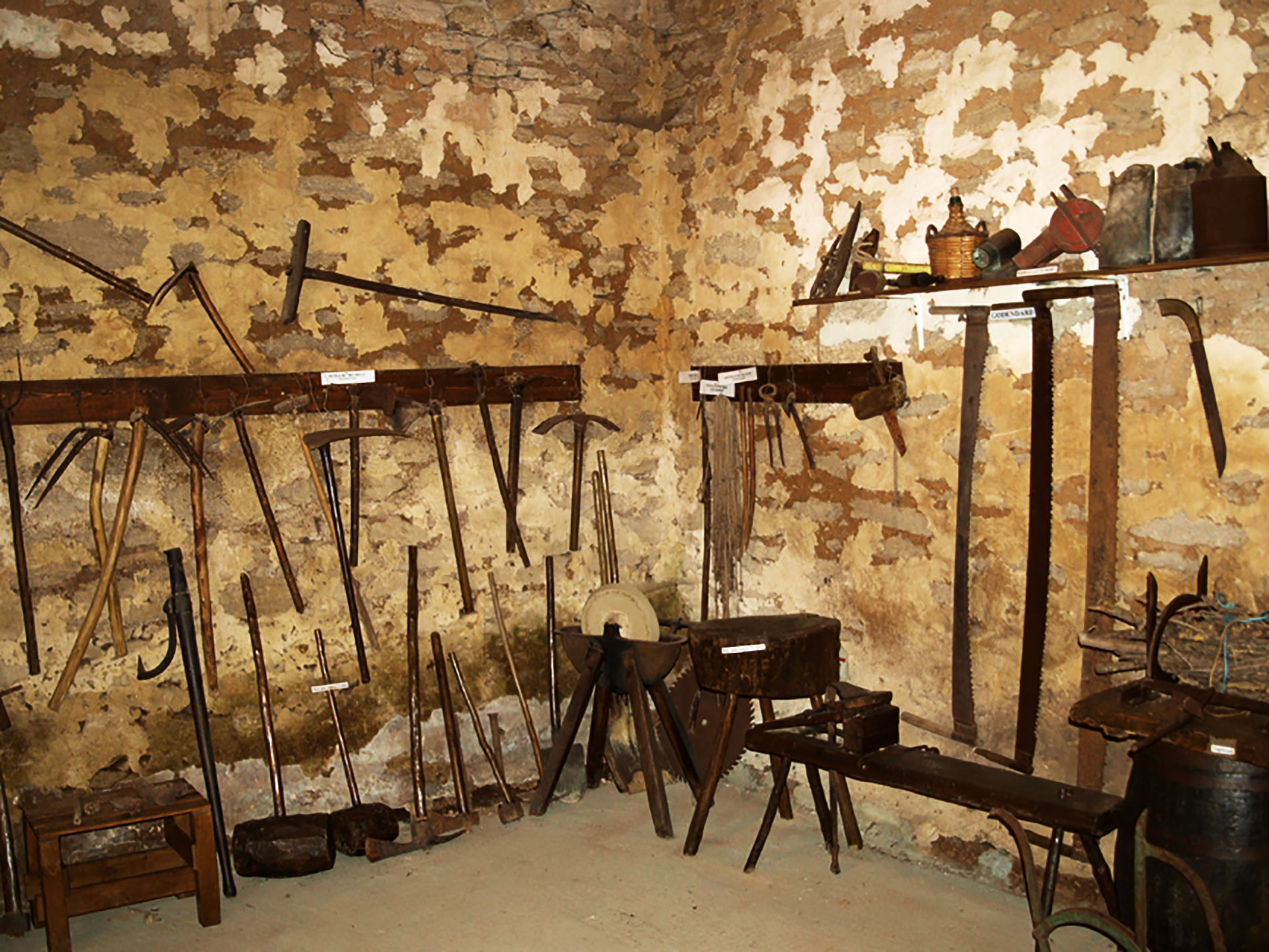 The old tools of Terre de Rose